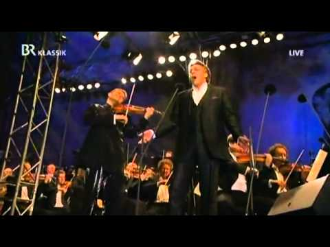 "Thomas Hampson sings ""Komm, Zigány"""