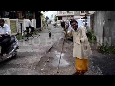 Angana Padharo maharani by street singer