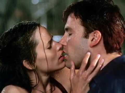 Jennifer Garner & Ben Affleck Kissing Compilation