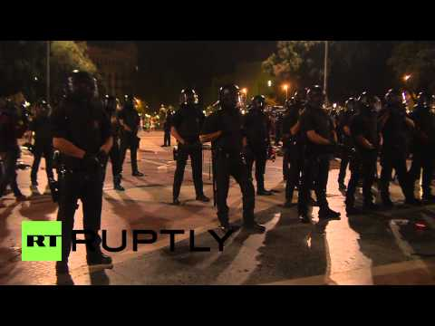 Spain: Watch Catalan protesters CLASH with police during protest camp eviction