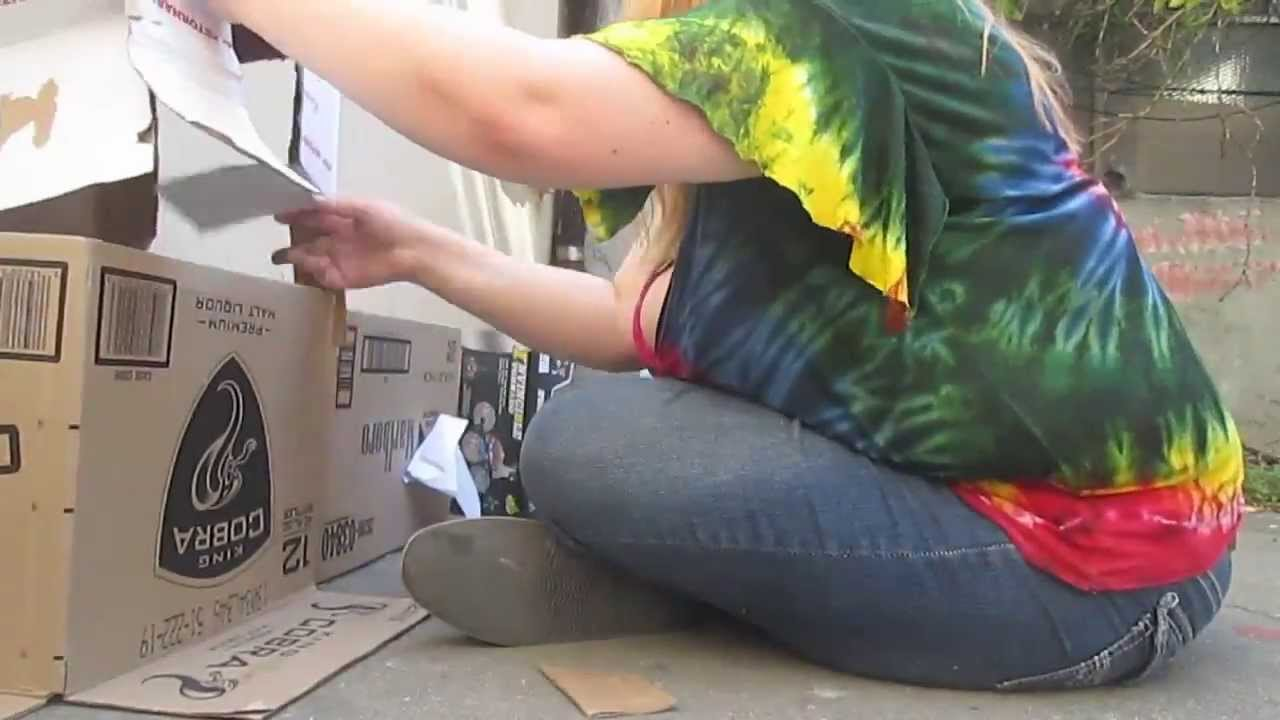 Making a cardboard cat house youtube for Make a cat bed out of a box