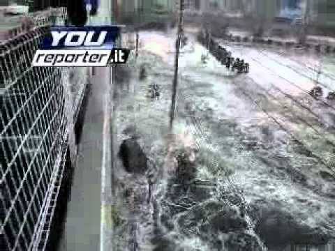 vehicle trap live in japan tsunami-you reporter.flv