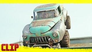 """Monster Trucks Clip """"CONDUCCIÓN EN LA AZOTEA"""" Español"""