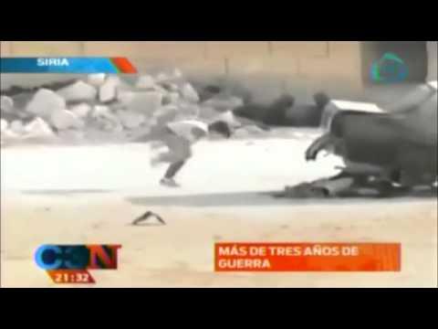 IMPRESIONANTE!!! Niño sirio salva a niña de francotiradores (VIDEO)