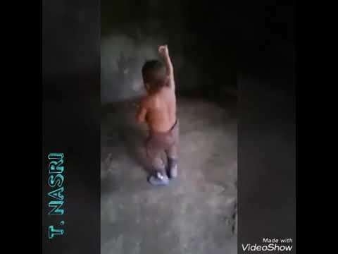 شبعة ضحك.. طفل طريف يرقص على أنغام القصبة 😂😂😂😂 thumbnail