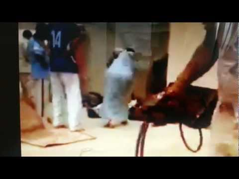 Somali young boys are beaten by Arab soilders. Torture of the highest degree. Tell us what you think