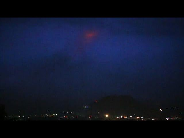 12,000 flee as lava oozes from Mayon volcano