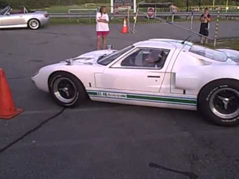 VINTAGE FORD GT-40 INSANE SOUND!!!!