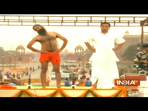 Baba Ramdev Holds Yoga Camp at Rajpath, 35000 Join the Rehearsal for International Yoga Day