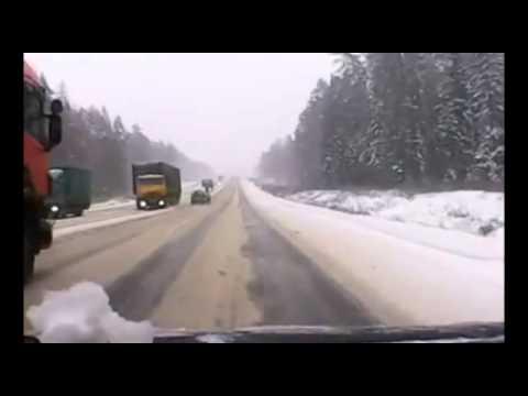Лобовая авария дальнобойщиков