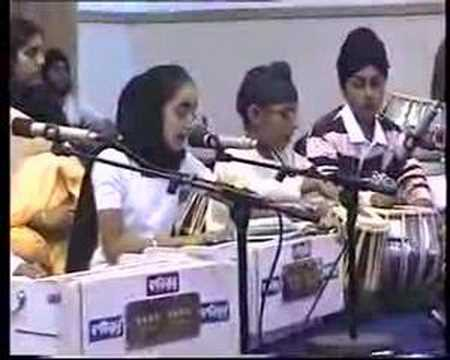 Kids Gurbani Kirtan - Ghol Ghumae Lalna (part 2) video
