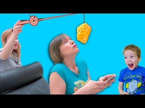 Света и Богдан СПАСАЮТ МАМУ ОТ страшной БАБУЛИ - она свела с ума! Для Детей kids children
