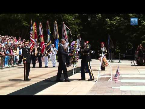Obama Lays Wreath At Tomb Of Unknown On Memorial Day