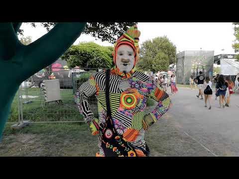 A Strand Fesztivál színei: a sípolós bohóc