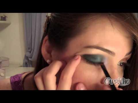 Make com K: maquiagem metálica de festa