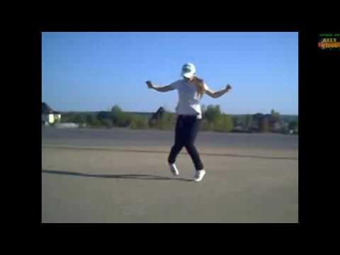 Девушки танцуют драм степ.[ Русские народные.]