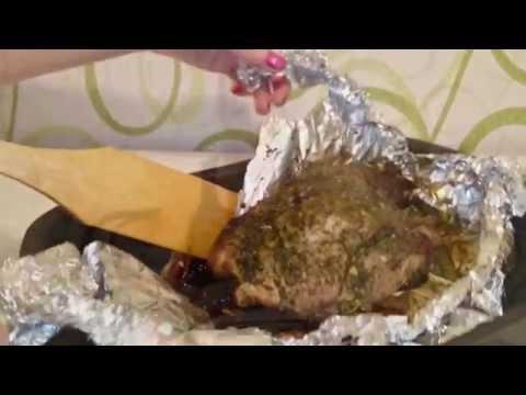Свинина в духовке запеченная в фольге Рецепт как приготовить блюдо вкусно пошагово ужин видео