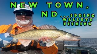 Double Hook-Ups...HOT Walleye Fishing (New Town, ND Spring 2018)