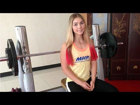 Mariana Naúmova, la rusa de 15 años plusmarquista mundial en powerlifting