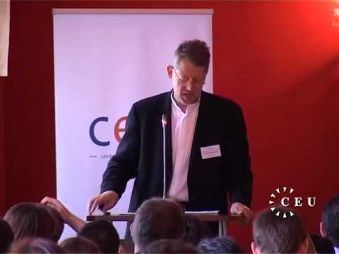 Andrew Moravcsik discusses democracy and the EU at a CEU conference