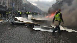 """""""Gilets jaunes"""": regain de violence à Paris, le Fouquet's dévasté"""