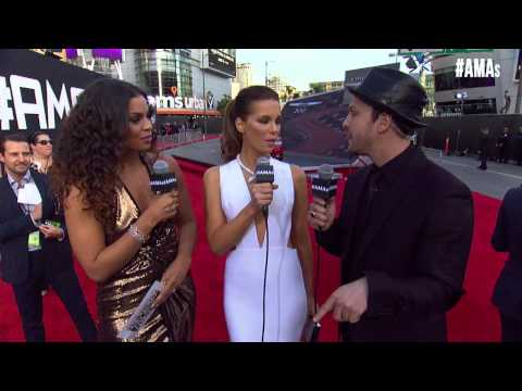 Kate Beckinsale Red Carpet Interview - AMAs 2014