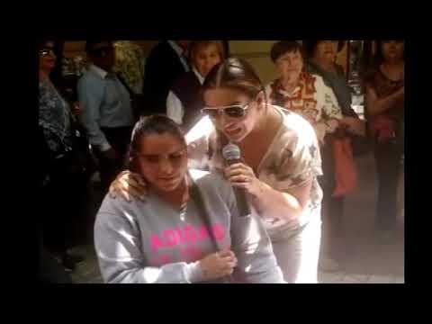 Miriam Hernandez sorprende a cantante  no vidente en el centro de santiago.