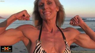 Kimberly Dickson IFBB Pro -On the Beach with Rob Sims Photography