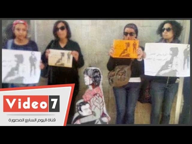 بالفيديو|..ناشطات يتظاهرن فى ميدان طلعت حرب تنديدا بمقتل شيماء الصباغ الخميس