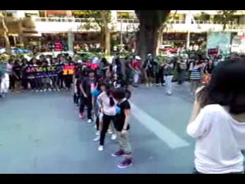 Singapore Hottests' dance flash mob for 2PM! Date: 17th October 2009 Venue: