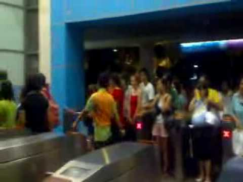 Crowding the Sentosa Monorail