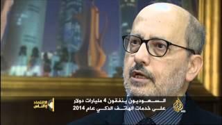 الاقتصاد والناس- الأجهزة الذكية.. موضة وتباه عند شباب العرب