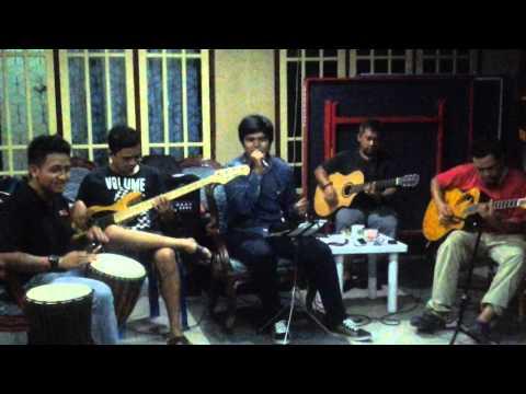 Ayam Den Lapeh Versi Rangkayo Akustik ( rangkayoakustik ) video