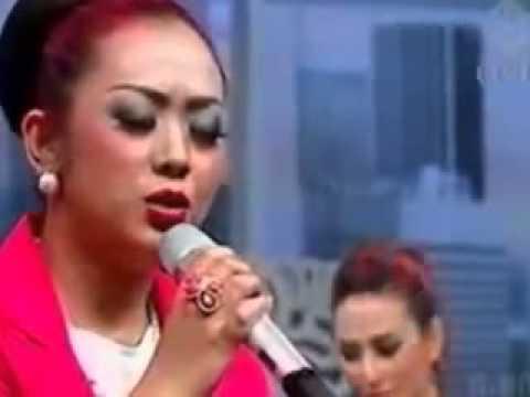 ▶ Soimah Nyanyi Bidadari Surga Ku Lagu Kenangan Ustad Uje & Pipik Dian Irawati   Youtube video