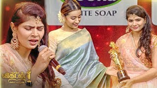 MAGIC: Chinmayi's STUNNING Kaadhale Kaadhale Performance on Stage |Ananda Vikatan Cinema Awards 2018