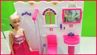 Nhà tắm màu hồng của búp bê Barbie với nội thất tiện nghi (Chim Xinh)