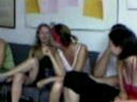 kız grubu muhabbet ediyor lezbiyen muhabbet
