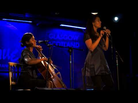 Rhiannon Giddens of Carolina Chocolate Drops - Gaelic song (Glasgow, 2013)