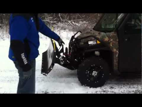 New Polaris Ranger 900 XP w/cab enclosure. stereo. heater. plow and more