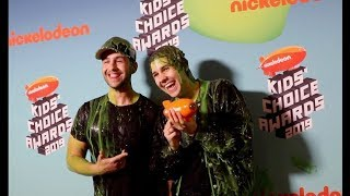 GIVING DAVID DOBRIK HIS FIRST KIDS CHOICE AWARD!
