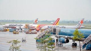 Ngắm máy bay ở sân bay Nội Bài lúc trời mưa
