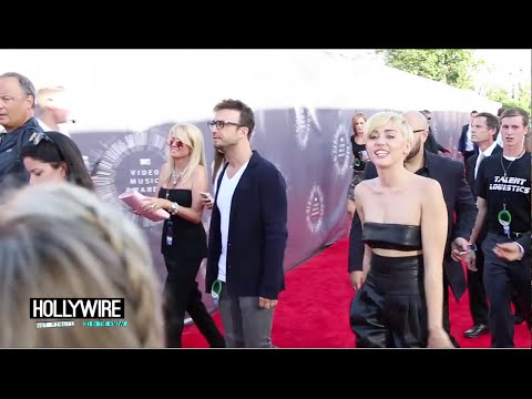 Miley Cyrus' Special Message To Fans! (2014 MTV VMA EXCLUSIVE)