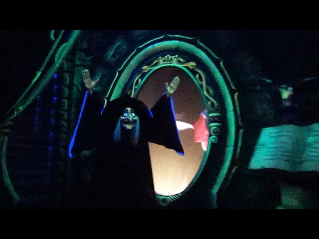 Snow White and Seven Dwarfs at Disneyland Paris Full POV Ride (Blanche Neige et les Sept Nains)