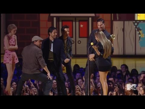 Channing Tatum Performs Sexy Dance For J.lo At Mtv Movie Awards video
