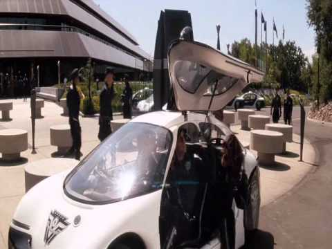Demolition Man (1993) - Google driverless car, iPad and Skype in the year 2032