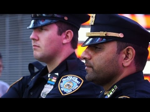 NYPD officers risk lives to get bomb away from crowd