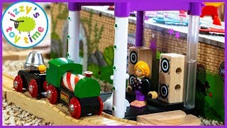 BRIO SINGING STAGE?! Thomas and Friends MUSIC TRACK! Fun Toy Trains for Kids
