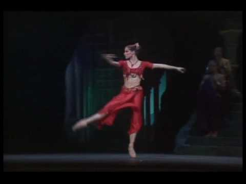 The brilliant Darcey Bussell dances Gamzatti's Variation in the final act of La Bayaere, the Temple Destruction Scene.