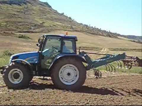 New Holland T5060 gradeando