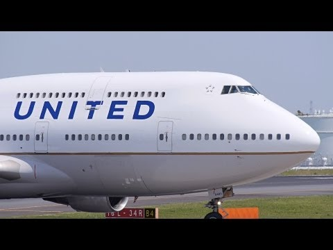 United Airlines Boeing 747-400 N105UA Landing at NRT 34R